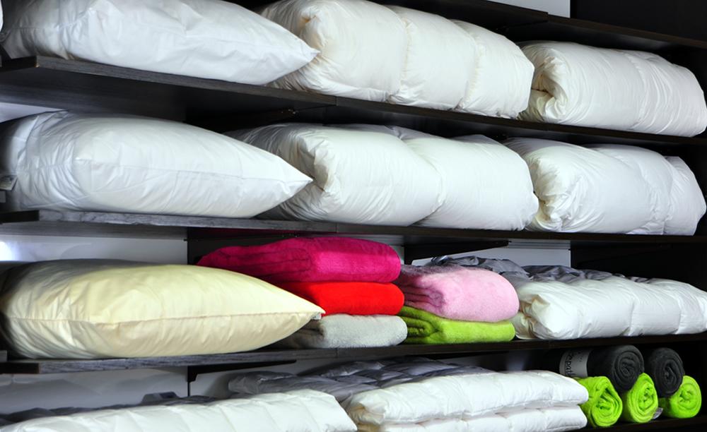 Decken und Kissen gibt es bei Betten Pfleiderer